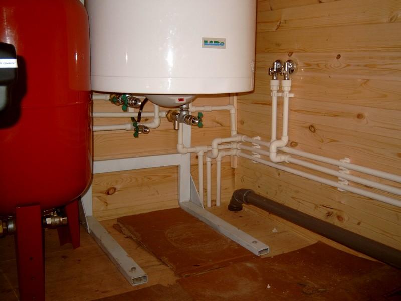 Современная надежная система водоснабжения частного дома с накопительным баком